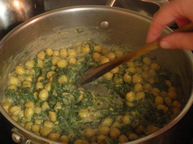 Palak Chana (chickpeas in creamy spinach sauce)